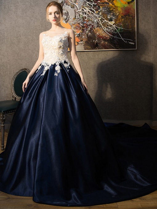 Appliques Scoop Ball Gown Court Train Quinceanera Dress