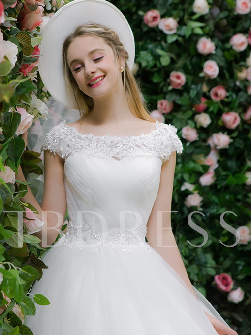 Scoop Neck Cap Sleeves Beading Appliques Ball Gown Wedding Dress