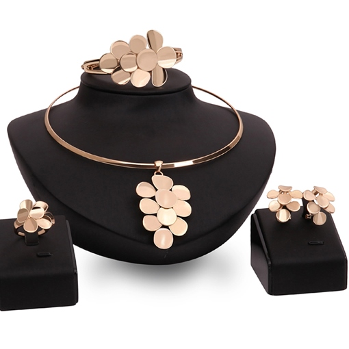 Gold Flower Pendant Round Jewelry Set