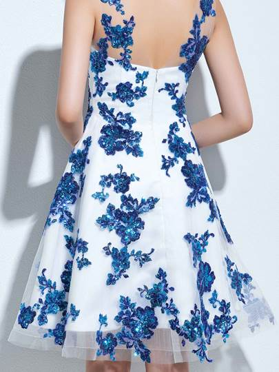 A-Line Scoop Sequins Knee-Length Homecoming Dress