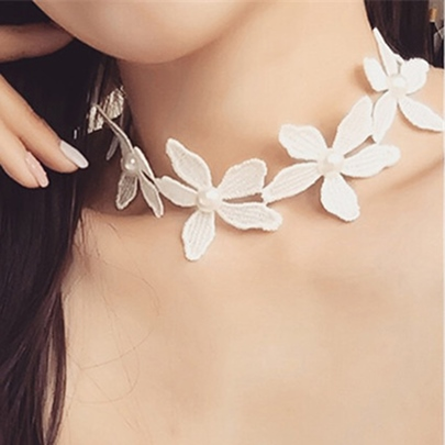 Lace Flowers Choker Necklace