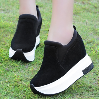 Round Toe Slip-On Platform Women's Sneakers