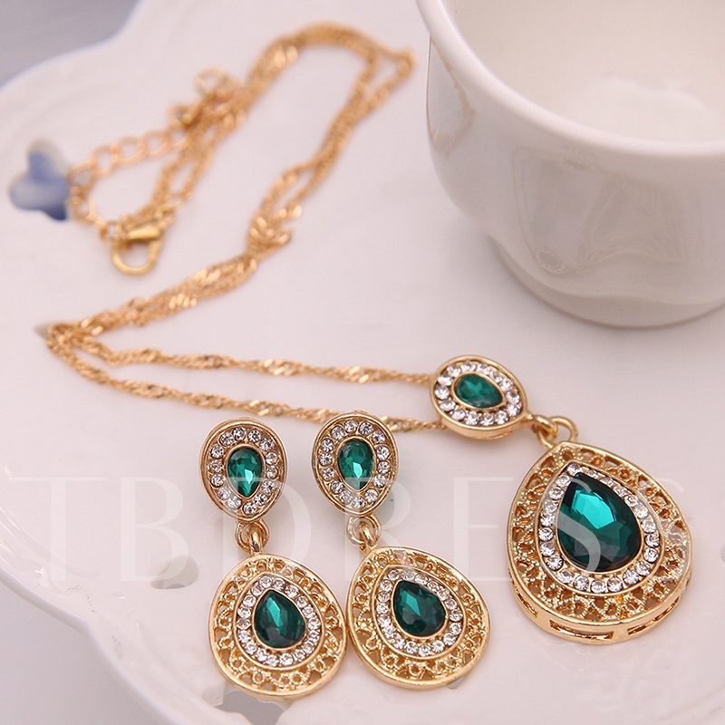 Emerald Inlaid Water Droplets Jewelry Set