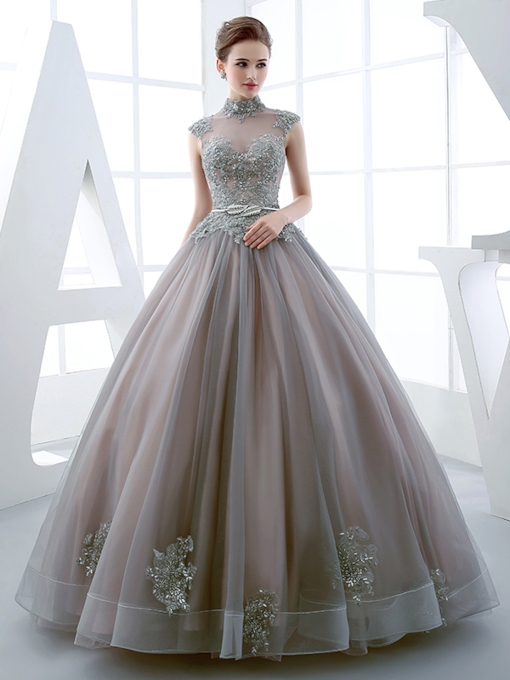 High Neck Ball Gown Cap Sleeves Applikationen Friesen bodenlangen Quinceanera Kleid