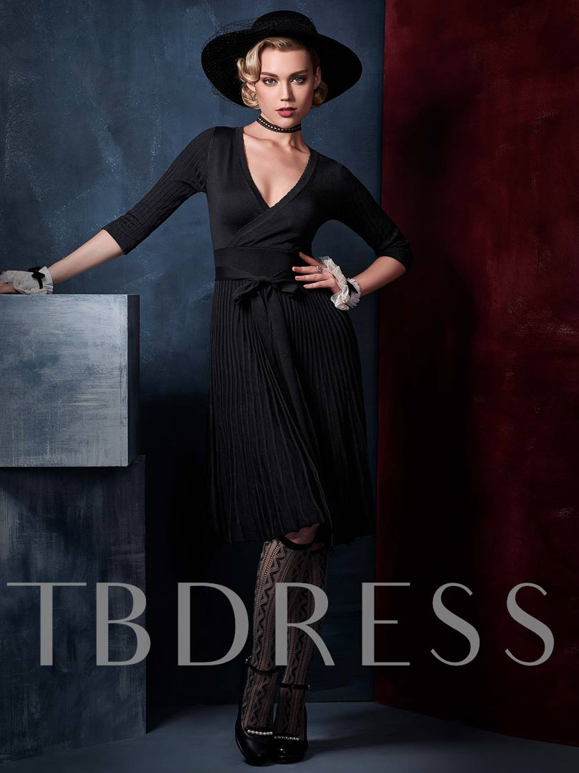 Half Sleeve Pleated V Neck Women's Day Dress (Plus Size Available)