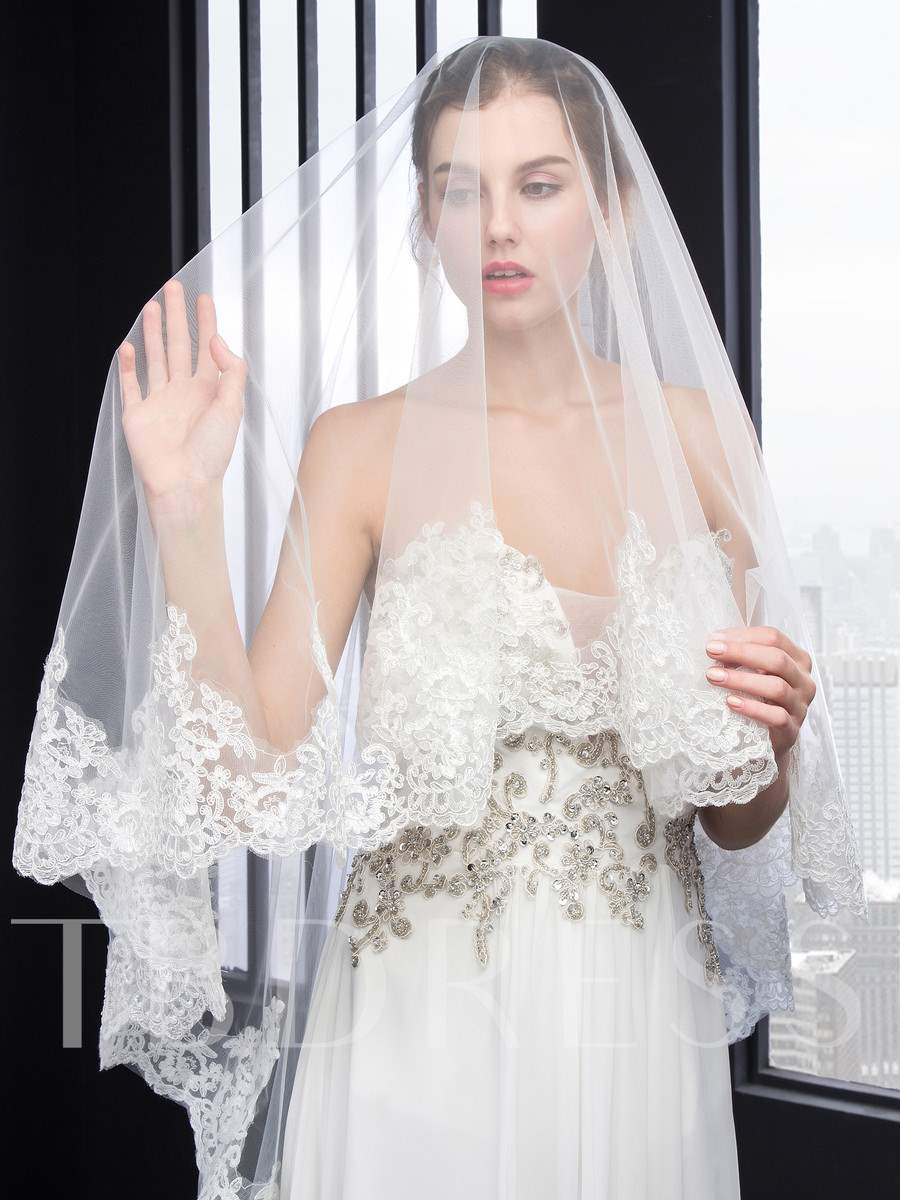 Long Wedding Veil With Appliques Edge
