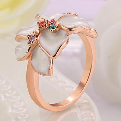 White Flowers Design Rose Gold Ring