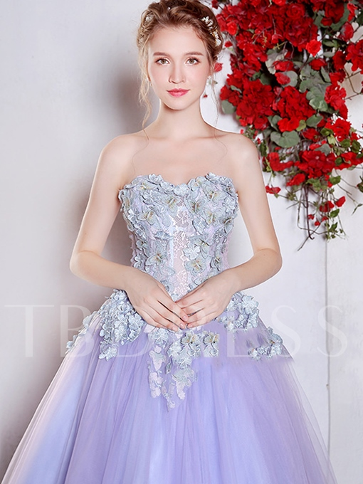 Sweetheart Lace Ball Gown Appliques Floor-Length Quinceanera Dress