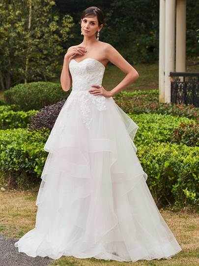 Sweetheart Tiered Sweep Train Long Wedding Dress