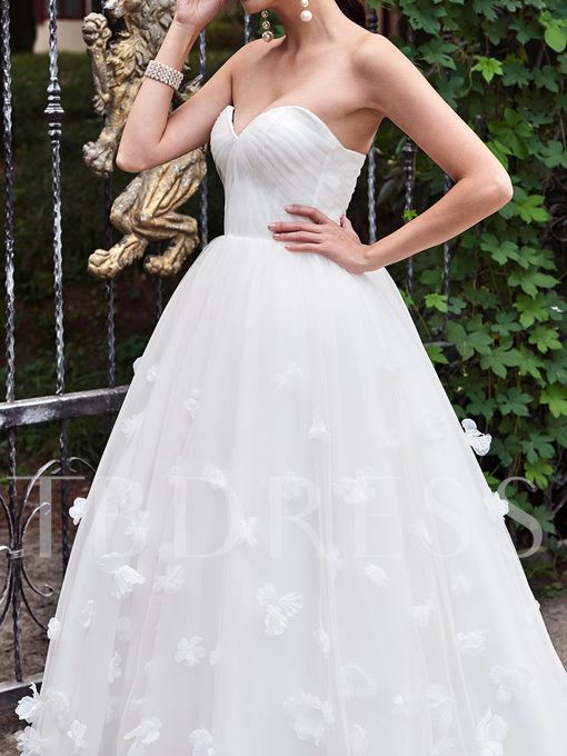 Sweetheart Zipper-Up Floor-Length Court Train Wedding Dress