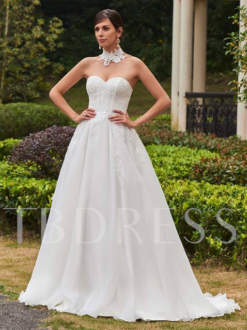 Sweetheart Appliques A-Line Sweep Train Wedding Dress
