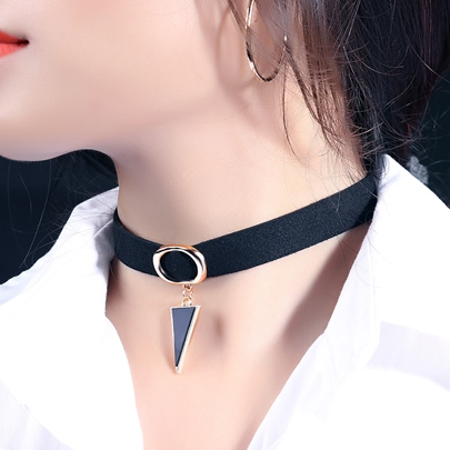 Wrap Velvet Collar Necklace with Triangle Pendant