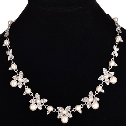Charming Pearl Flowers Plated Necklace