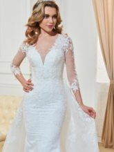 3/4 Length Sleeves Appliques Button Watteau Wedding Dress