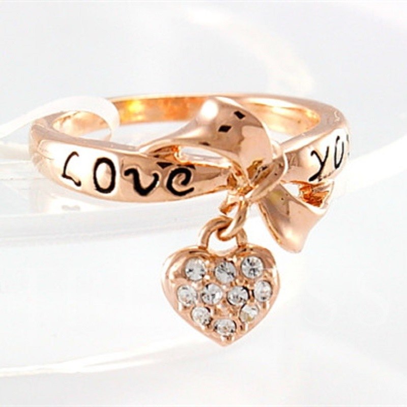 Diamond-Shaped Love Heart Pendant Golden Ring