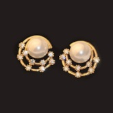 Elegant Pearl Diamond-Shaped Earrings