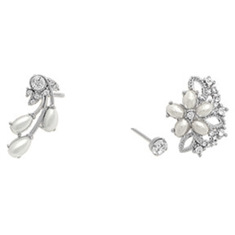 Sweet Pearl & Rhinestone Flowers Women's Ear Cuff