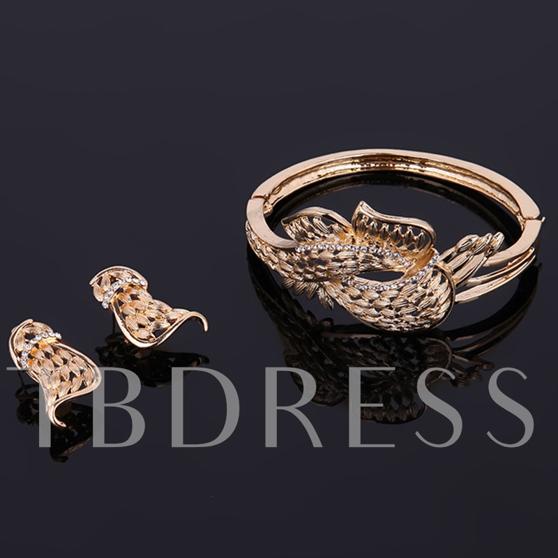 Elegant Golden Hollow Flower Design Jewelry Set