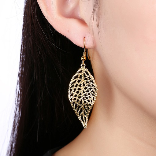 Leaf-Shaped Hollow Romantic Style Women's Earrings