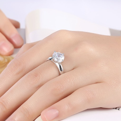 Four Claws Zircon Design Charming Ring