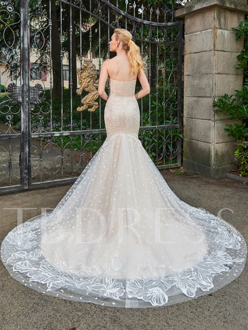 Sweetheart Zipper-Up Lace Court Train Mermaid Wedding Dress