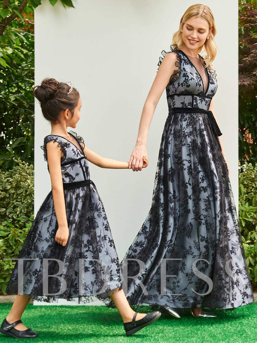 A-Line Scoop Lace Floor-Length Prom Dress
