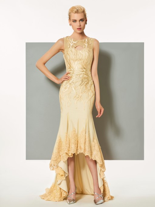 Scoop A-Line Button Hollow Lace Sweep Train Evening Dress