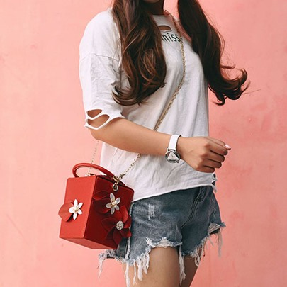Exquisite Floral Pearl Chain Cross Body Bag