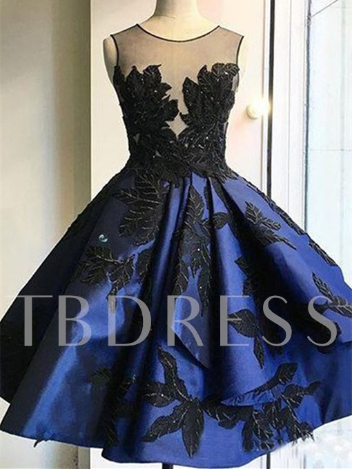 Appliques A-Line Scoop Knee-Length Homecoming Dress
