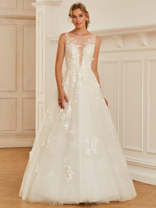 Scoop Neck Lace Appliques Button Floor-Length Wedding Dress