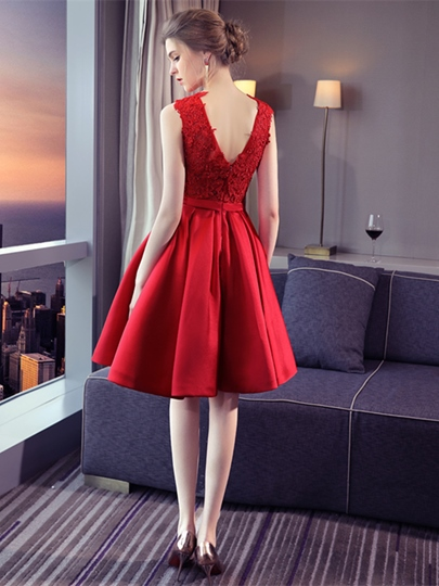A-Line Appliques Bowknot Sashes Scoop Knee-Length Homecoming Dress
