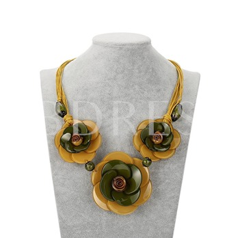 Hyperbole Flower Acrylic Clavicle Chain Necklace