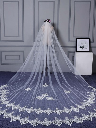 Scalloped Appliques Edge Bridal Veil