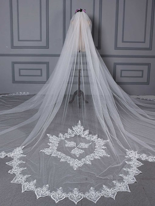 Appliques Scalloped Edge Bridal Veil