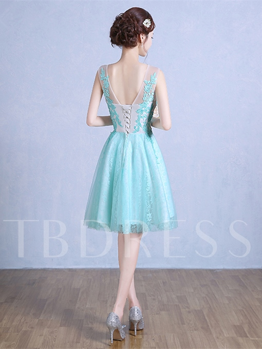 A-Line Lace Appliques Scoop Knee-Length Homecoming Dress