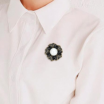 Black Flower Pearl Inlaid Alloy Simple Women's Brooches