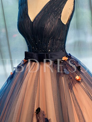 Appliques Beading Bowknot Sashes V-Neck Quinceanera Dress