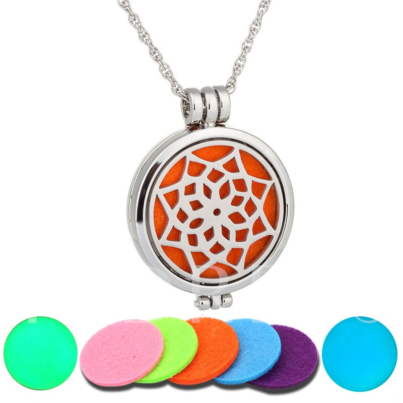 1Pcs Hollow Out Pentagram Tree Aromatherapy Diffuser Necklace(Random Delivery)