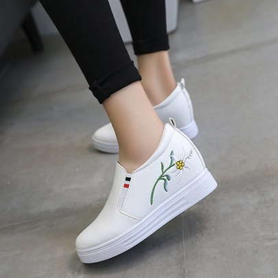 Floral Embroidery Platform Height Increase Women's Sneakers