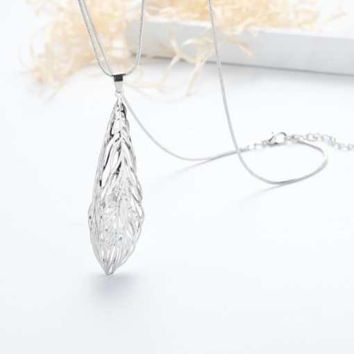 Leaf Hollow Out Sweater Necklace