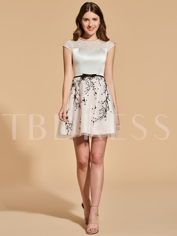 A-Line Scoop Appliques Beading Lace Sashes Cocktail Dress
