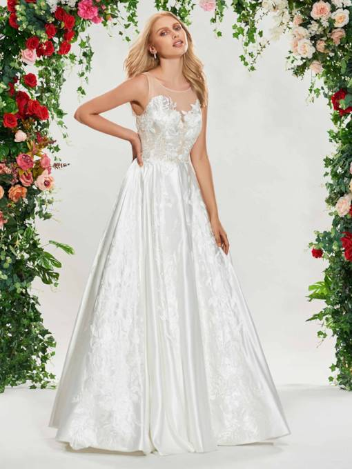 Embroidery Appliques Buttoned Wedding Dress