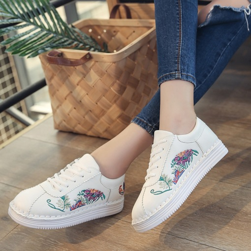 Round Toe Lace-Up Floral Embroidery Platform Chic Women's Sneaker