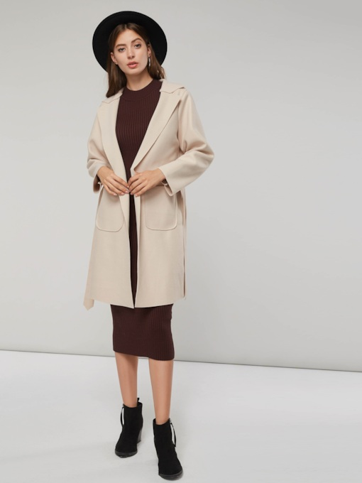 cravate noire trench-coat femme