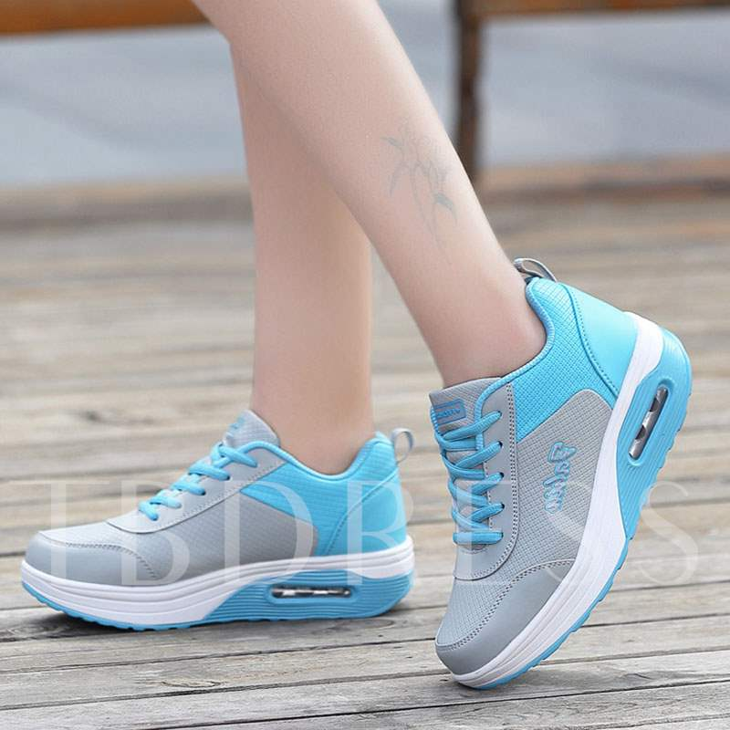 Lace-Up Round Toe Low-Cut Upper Platform PU Women's Sneakers