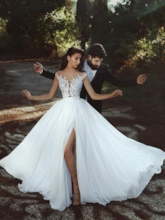 Illusion Neck Appliques Cap Sleeves Beach Wedding Dress 2020