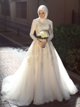 Long Sleeves Lace Appliques Muslim Wedding Dress 2019