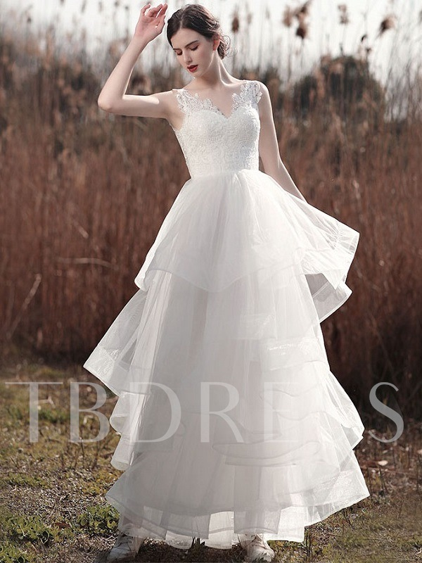 Straps Tiered Lace Appliques Outdoor Wedding Dress 2021