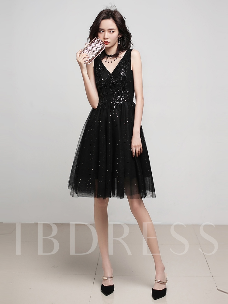 A-Line Sleeveless V-Neck Knee-Length Homecoming Dress 2019