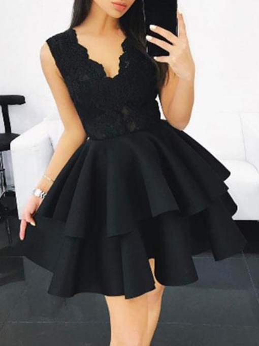 Short V-Neck Sleeveless Lace Homecoming Dress 2019